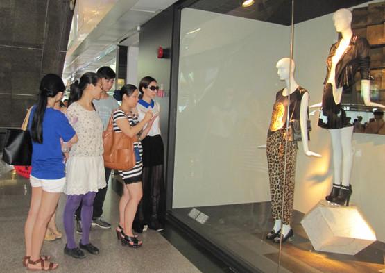 广州市时尚艺术职业培训学校服装设计班品牌案例专题设计市场考察环境