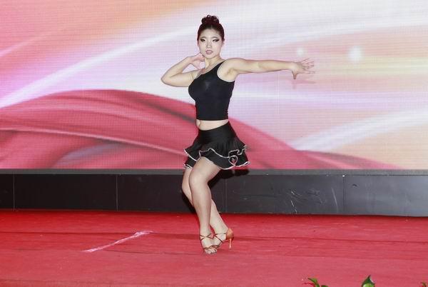 广东时尚职业培训学院学院新闻讯:拉丁舞表演